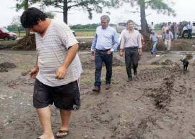 Cano en zonas inundadas: advirti� que la situaci�n sanitaria es cr�tica