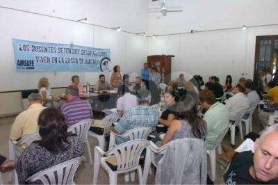 Los docentes de Amsafé votan entre aceptar o realizar paros