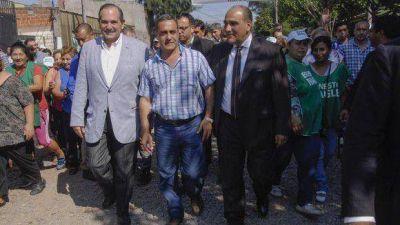 Alperovich valor� la solidaridad de los tucumanos ante las inundaciones