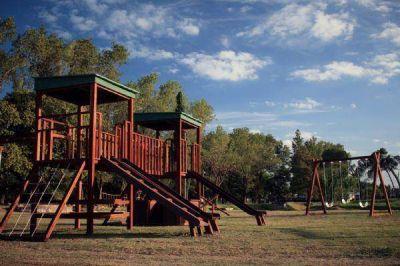 Instalan juegos infantiles ecológicos en el Parque Municipal de Pergamino