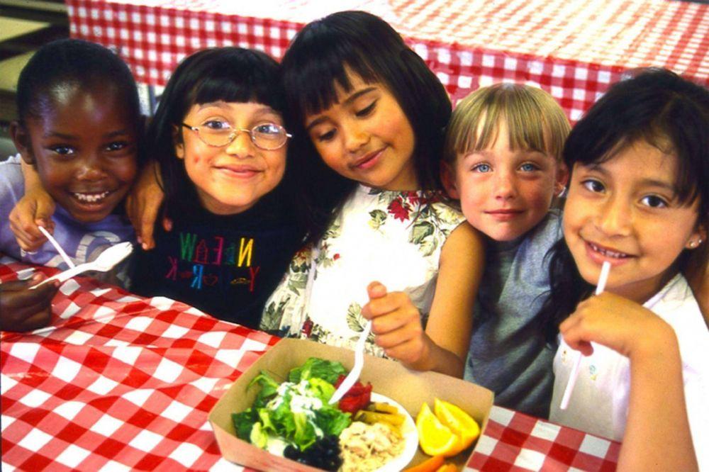 El alcalde de una comuna francesa suprime el menú musulmán de las escuelas