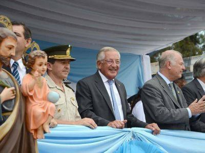 Fellner acompañó a los periqueños en la celebración de sus fiestas patronales