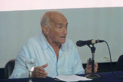 Aldo Ferrer disertó en la Facultad de Económicas