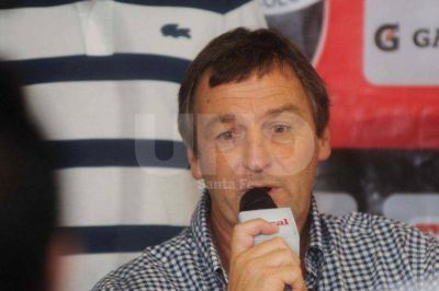 El presidente de Colón, Victor Godano, admitió que pactó con la barra brava del club