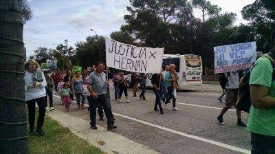 Volvieron a cortar el acceso a Carlos Paz para pedir justicia por Hernán y Andrea