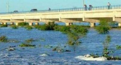 La obra hidrovial del ba�ado La Estrella recarga de agua vastas zonas de la provincia