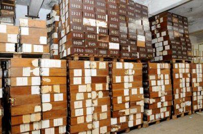 Se entregan las urnas utilizadas en 1983 a centros de estudiantes para que elijan a sus representantes