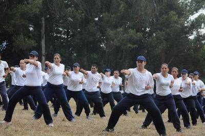 Los futuros policías locales, con jornadas intensas, materias nuevas y un paso semanal por la facultad