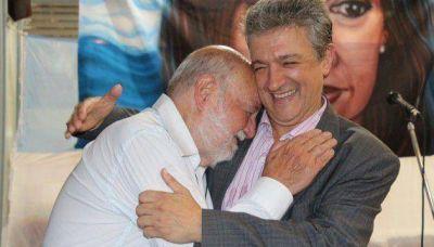 """De campaña, Gustavo López recibió la """"bendición"""" de Farinello"""