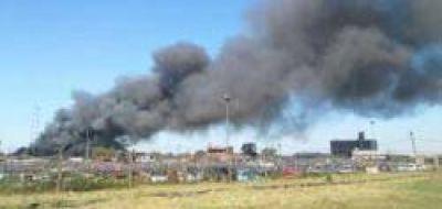 50 autos se incendiaron en el corralón de zona oeste