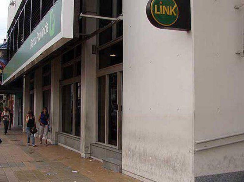 Bancarios amenazan con sumarse al paro de transporte del 31 de marzo