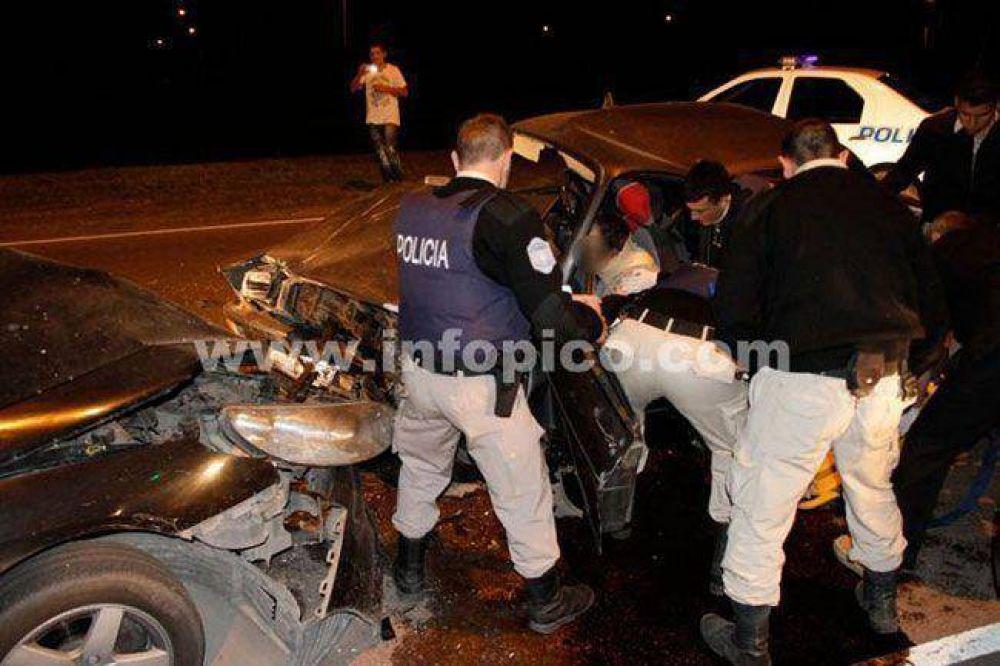 Bomberos piquenses rescataron a un automovilista luego de un choque frontal
