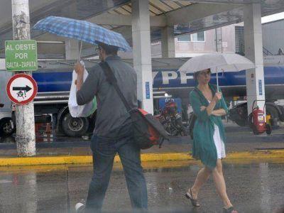 A sacar los abrigos y los paraguas: se espera tiempo fresco, lluvias en el llano y nevadas en la cordillera