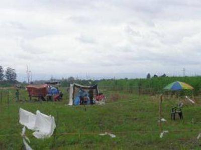 Inundados ocuparon terrenos sobre la ruta