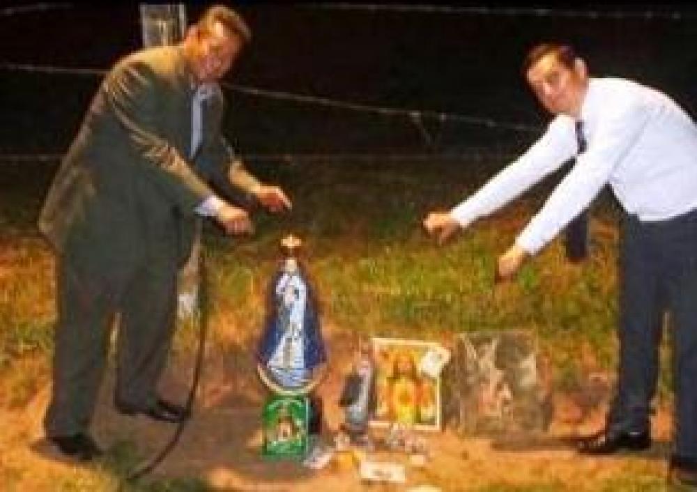 Pastores evangélicos quemaron imágenes religiosas