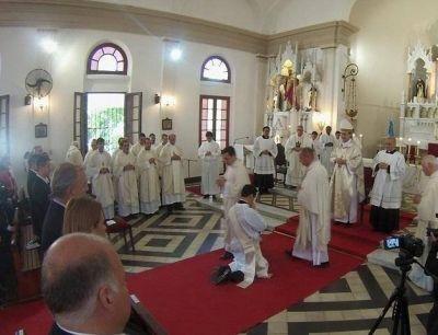 Las comunidades de Fasta celebraron la ordenación de un nuevo sacerdote