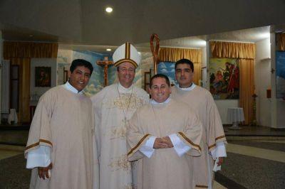 Salta: La di�cesis de Or�n celebr� la ordenaci�n de tres sacerdotes