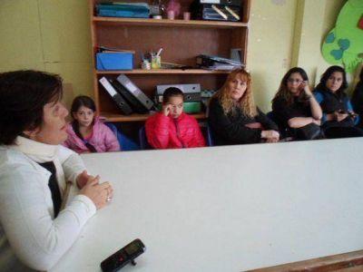 Molina mantuvo reuni�n con padres y alumnos de la Escuela 45 de Tolhuin