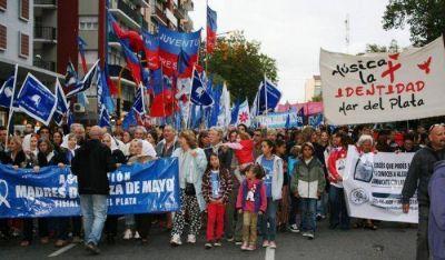 Prohibido olvidar: miles de marplatenses marcharon en el Día de la Memoria