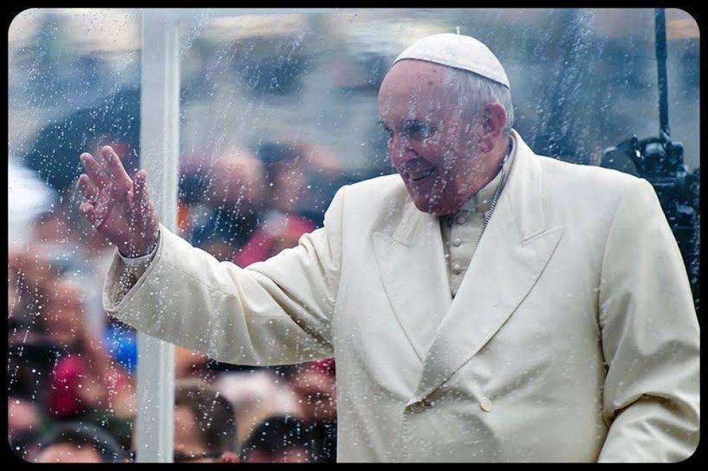 Papa Francisco: Por favor, rezad a diario por el Sínodo de la Familia. Oraciones, no chismes