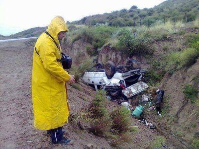 Por la intensa lluvia, una familia volcó cuando circulaba en una camioneta por el Valle de Uco