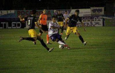Santamarina volvió a fallar con la pelota y regresó de Campana con las manos vacías