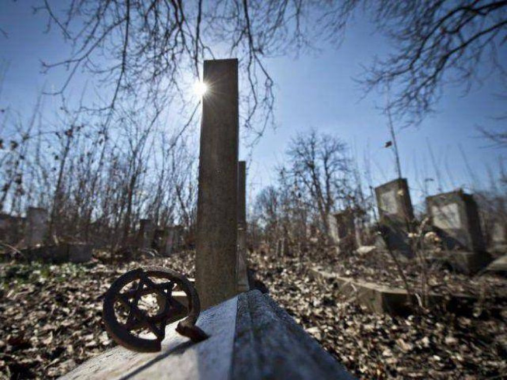 Hungría: Profanaron monumentos centenarios del cementerio judío