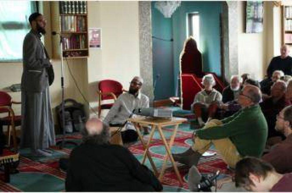 Mezquita abre sus puertas a los no musulmanes en Inglaterra