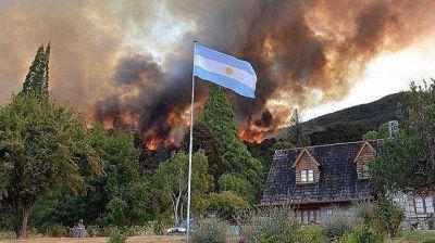 El incendio en Chubut podría llegar al casco urbano
