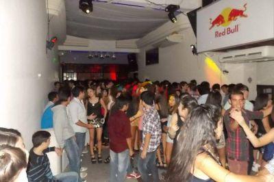 Clausuran club y salón de eventos por venta de alcohol a menores