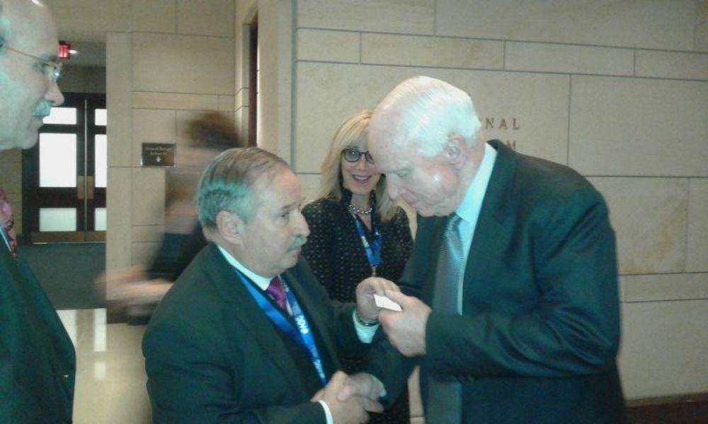 El presidente de la DAIA se reunió con el senador Mc Cain