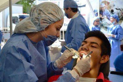 Programa �Argentina Sonr�e� y colocar� gratuitamente pr�tesis dentales