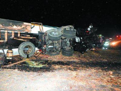 Dos camiones chocaron de frente en la Ruta 18