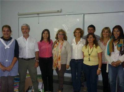 El equipo de Educación entregó útiles escolares