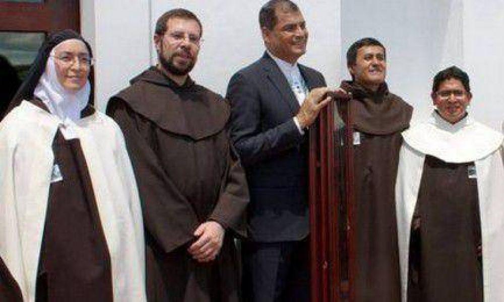 El Presidente de Ecuador y el bastón de Santa Teresa