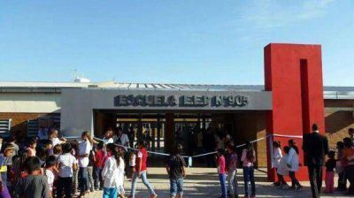 """Capitanich inauguró la escuela Nº 905 en Castelli: """"Estamos logrando inclusión educativa al amparo de infraestructura escolar y política social inclusiva"""", resaltó"""