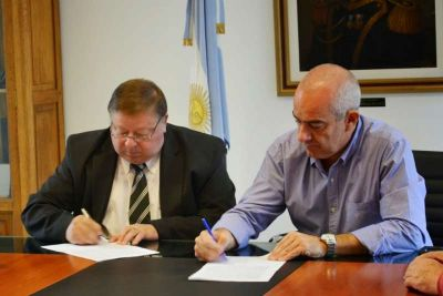 Se firmó convenio para dotar de luz al camino de circunvalación