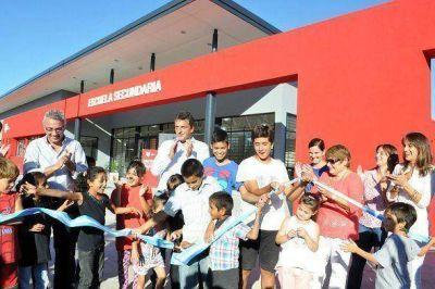 Massa y Zamora inauguraron un nuevo secundario para Benavídez