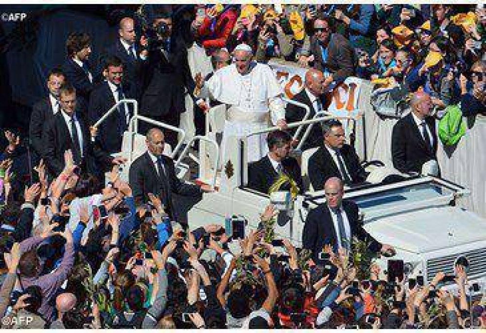 ¡Prosigan con misericordia su camino hacia Cracovia! El Papa a los jóvenes en el Ángelus