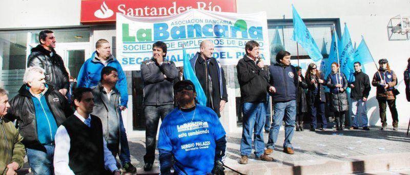 Bancarios confirman paro contra �impuesto al trabajo�