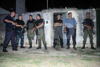Asesinan a un hombre y hieren al jefe de la barrabrava de Colón en barrio Centenario