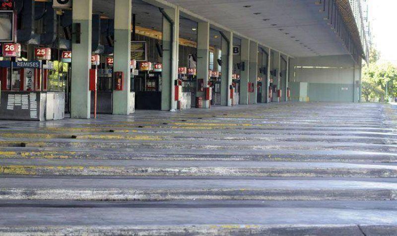 Un paro de transporte y sindicatos opositores por Ganancias paraliza al país