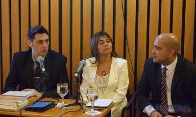 Al grito de �Ariel Cabrera presente� comenz� el juicio pol�tico a la fiscal Roxana Romero