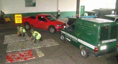 Hallan abandonada una camioneta con más de 227 kilos de marihuana