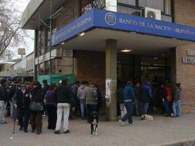A pesar del paro bancario el Gobierno anunci� que los sueldos de los estatales estar�n depositados este martes