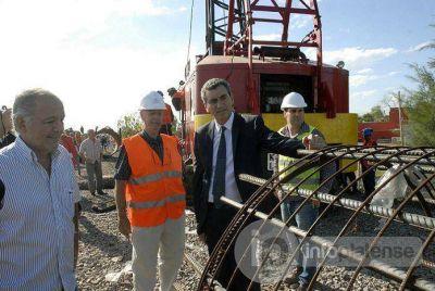 Randazzo cuestionó a Bruera al recorrer obras ferroviarias