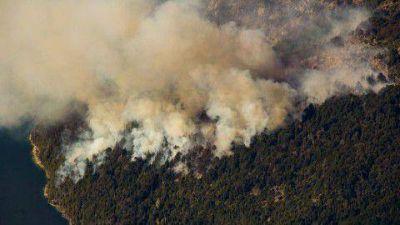 El fuego contin�a azotando la Comarca Andina