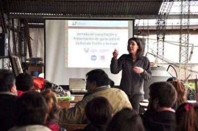 Desarrollo Local y PyME brindó capacitaciones a productores frutihortícolas de la provincia