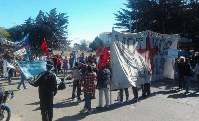 """Trabajadores protestaron en el Higa contra el ajuste, en una """"alternativa de paro activo"""""""