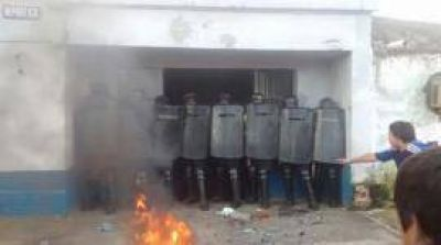 Nuevo ataque a una comisaría: el jefe agredido acusa a un dirigente político